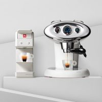 Complimentary Coffee Capsule Machine - illy Shop