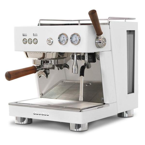 8 Best Commercial Espresso Machines for 2021 [+Prices]